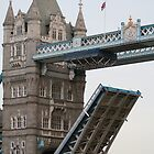 Tower Bridge: Yes, we're open! by ellismorleyphto