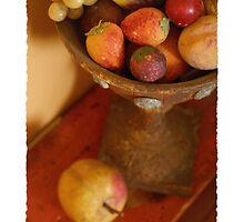Red Fruit urn by krzyz