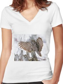 Great Grey Owl - Dunrobin, Ontario Women's Fitted V-Neck T-Shirt