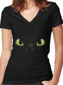 Toothless fiery eyes Women's Fitted V-Neck T-Shirt