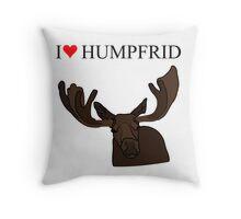 Älgen Humpfrid Throw Pillow