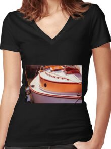 Curvy Women's Fitted V-Neck T-Shirt