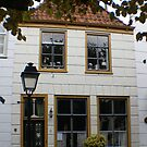 pretty cottage in town square of Geertruidesberg, Nederlands by BronReid