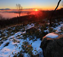 Lake Mountain sun set. by Donovan wilson