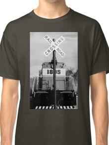 railroad croassing Classic T-Shirt