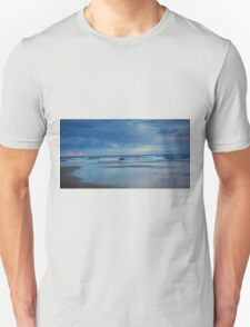 Waves roll in at sunset - Ocean Beach Unisex T-Shirt