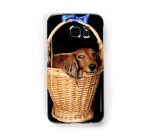 Present dog in a basket with blue ribbon Samsung Galaxy Case/Skin