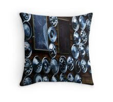 Wheel Hud Capes Throw Pillow