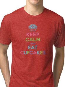 Keep Calm and Eat Cupcakes - beige Tri-blend T-Shirt