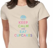 Keep Calm and Eat Cupcakes - beige Womens Fitted T-Shirt