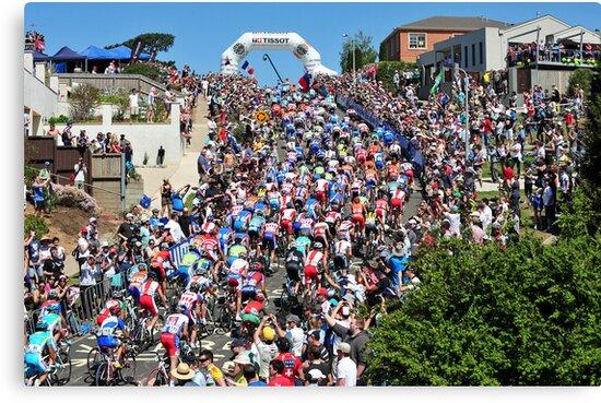 Challambra Ave - Geelong Men's Road Race 2010 by RIDEMedia
