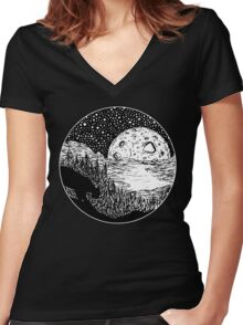 Cat's Eye View Women's Fitted V-Neck T-Shirt
