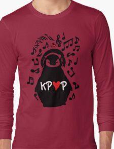 Penguin listen to kpop Long Sleeve T-Shirt