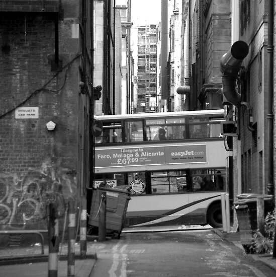 Glasgow - The bus by Jean-Luc Rollier
