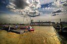 River Thames, London by Yhun Suarez