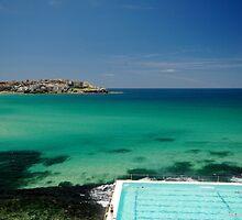Bondi Beach -  Sydney by victoria  tansley