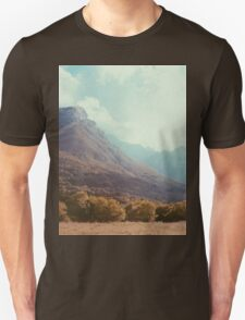 Mountains in the background V T-Shirt