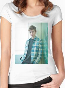 Thomas Brodie-Sangster 12 Women's Fitted Scoop T-Shirt