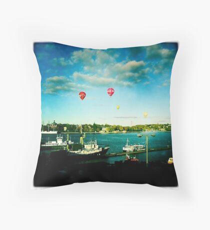 Luftbalong Throw Pillow