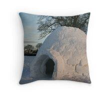 Igloo in Duthie Park, Aberdeen Throw Pillow