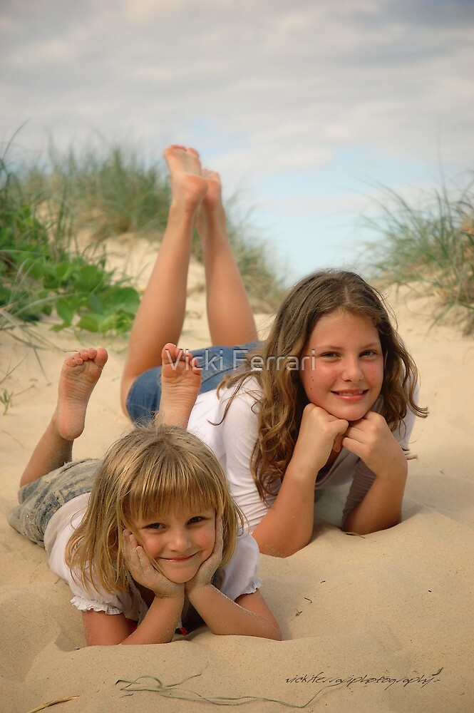 Beach Sisters © Vicki Ferrari Photography by Vicki Ferrari