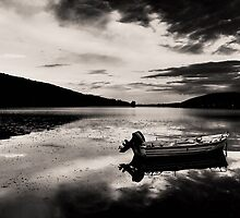 Boat in Black & White water. by Tania Koleska