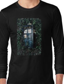 Police Box in The Garden Hoodie / T-shirt Long Sleeve T-Shirt