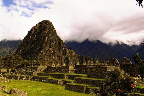 Inca ruins by Constanza Caiceo