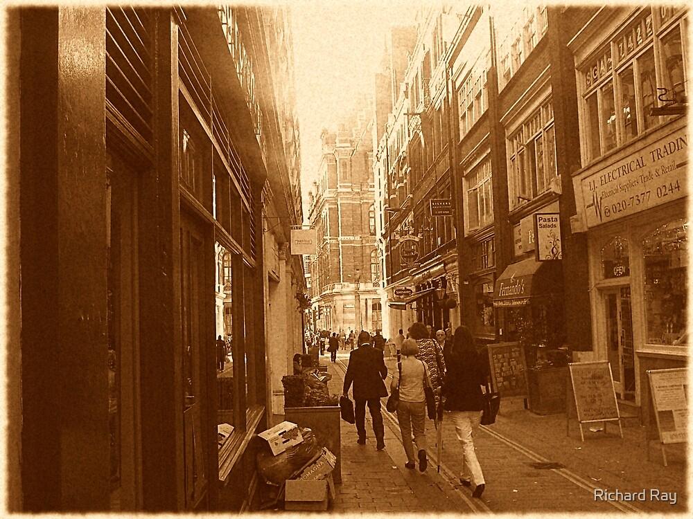 Approaching Bishopsgate by Richard Ray