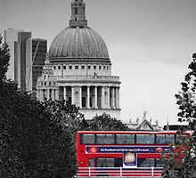 St Pauls and Bus by Scott Anderson