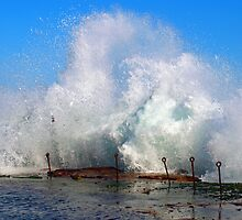 Crashing waves - Bogey Hole Newcastle  by vmcdonald