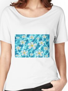 Frangipani flower in the swimming pool Women's Relaxed Fit T-Shirt