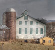 Route 17 Barn by Sharon Batdorf