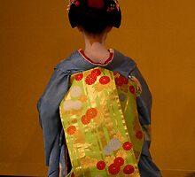 Maiko dance 5 by Sam Ryan