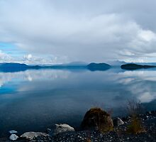 Lake in Þingvellir National Park, Iceland by tomharding