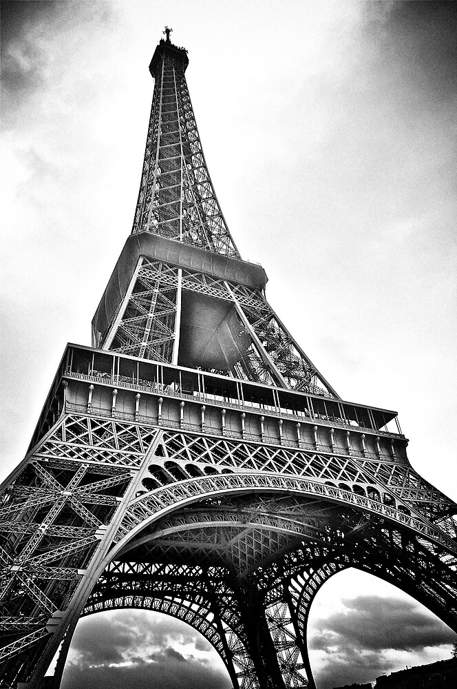 Eiffel tower in black and white by shutter and smile for Eiffel tower wall mural black and white