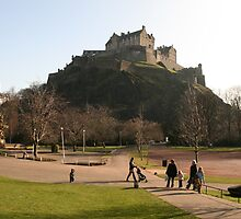 Edinburgh Castle from Prince's Street Gardens by Peter  Thomas
