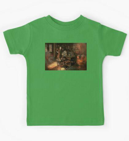 Steampunk - The time traveler 1920 Kids Tee