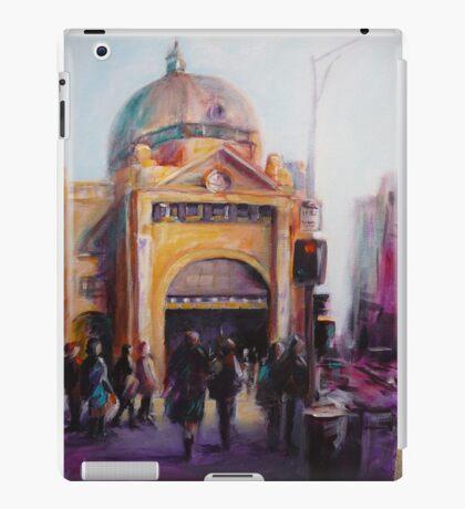 Morning bustle Flinders street Station Melbourne iPad Case/Skin