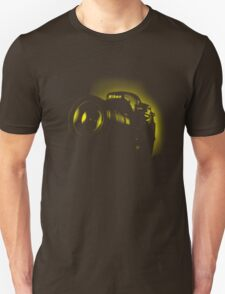 I Shoot with my nikon (Halftone style) Unisex T-Shirt