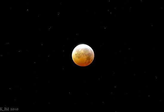 Winter Solstice Lunar Eclipse 2010 by ShotByAWolf
