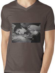 Women Portrait Mens V-Neck T-Shirt
