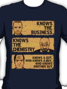 KNOWS A GUY...... - version orange T-Shirt