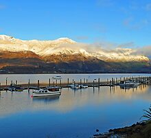 Wanaka at dawn. South Island, New Zealand. by Ralph de Zilva