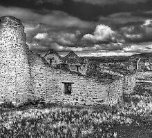 Peake Ruins B&W. by trevorb