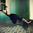 Alice hang on by LaraZ