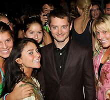 Elijah Wood with fans by Justin Bellflower