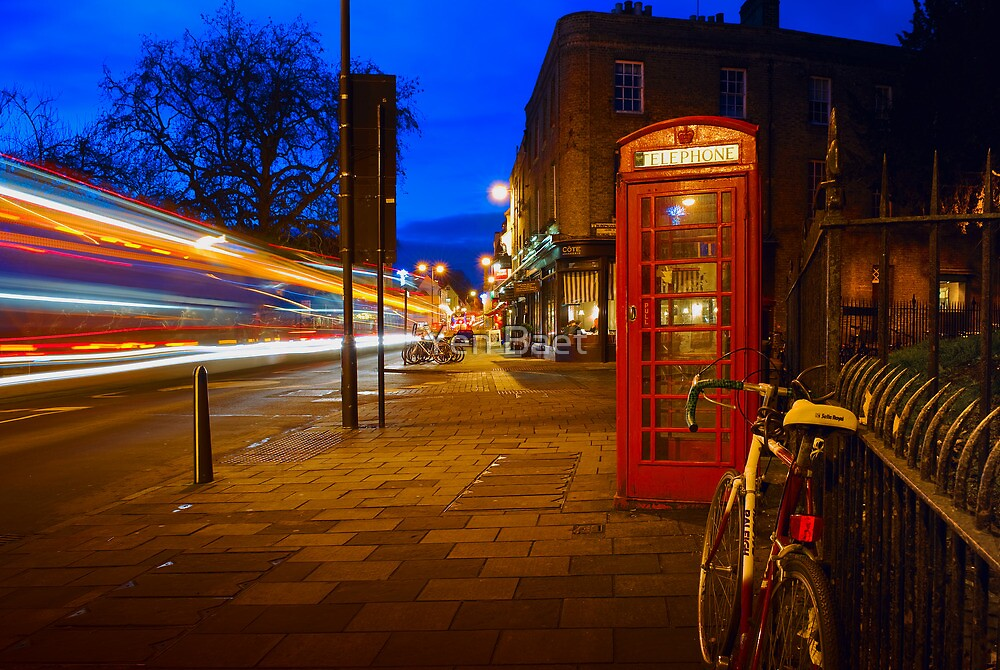Red Phone Booth - Cambridge, England by Yen Baet