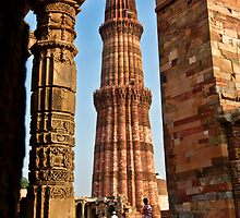 Qutub Minar by Roddy Atkinson