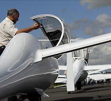 Glidinger in line to take off. by sandyprints